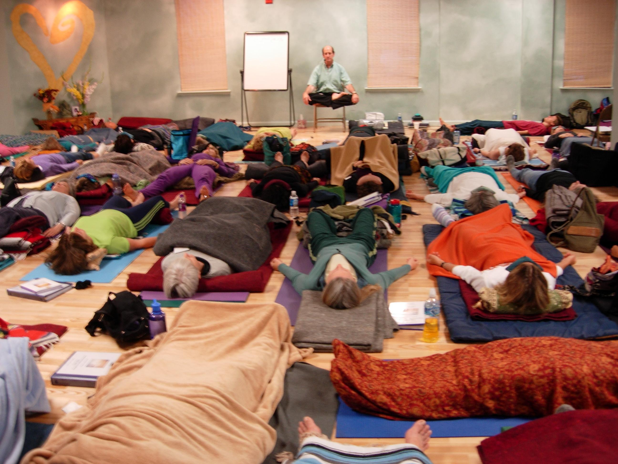 【対談】iRestとヨガニドラ-意識、瞑想、健康回復について